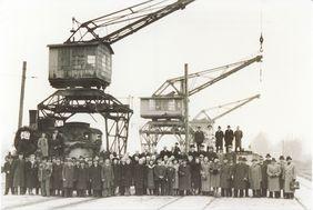 Mitarbeitende der Industriebahn Tegel-Friedrichsfelde am Tegeler Hafen